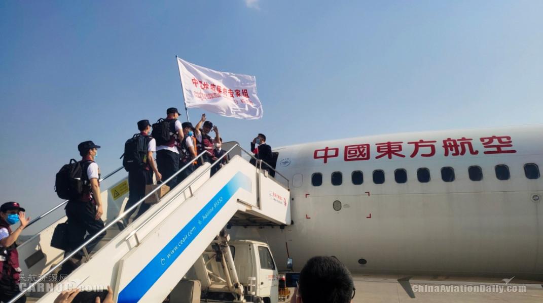 东航包机承运中国赴老挝抗疫医疗专家组和物资