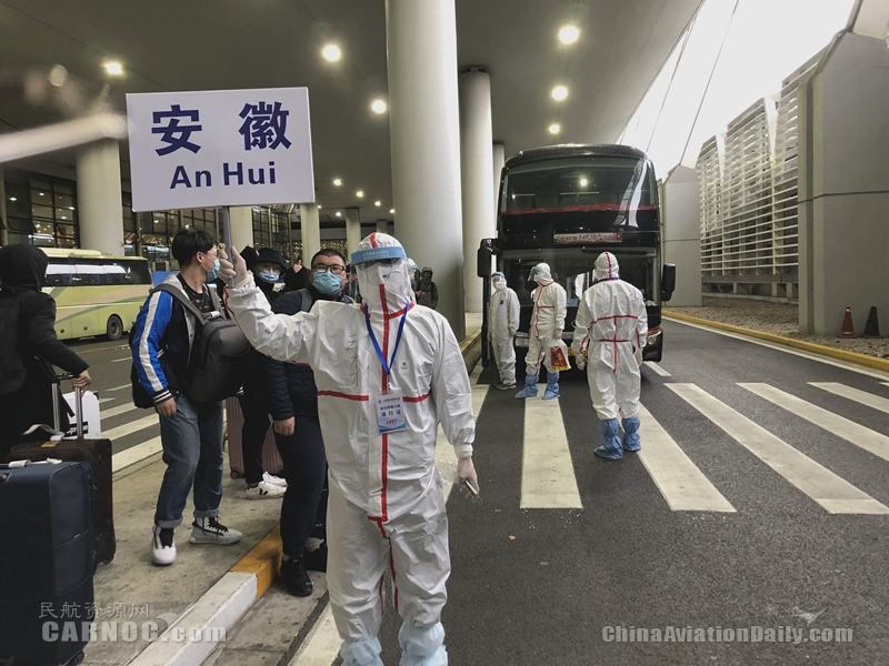 长三角疫情联防联控 安徽民航抽调4名工作人员赴上海接旅客回家