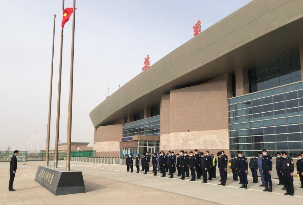 库尔勒(且末、若羌)机场深切悼念新冠肺炎疫情牺牲烈士和逝世同胞