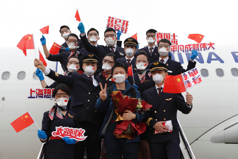 英雄凯旋 东航客舱部保障216名上海援鄂医疗队回家
