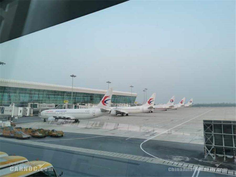 """视频:武汉机场""""重启"""" 首架出港航班MU2527已起飞"""
