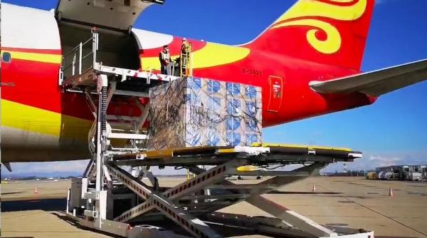 金鹏航空747全货机搭载80吨澳洲生鲜抵汉