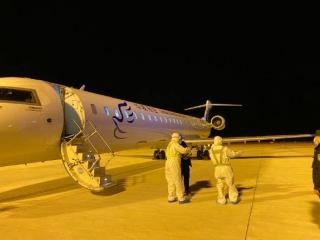 武漢解封首日 霍林河機場迎來首批武漢返鄉旅客