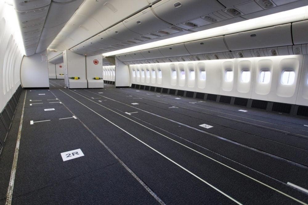 每架777飞机上的422个座位均已拆除。来源:加航