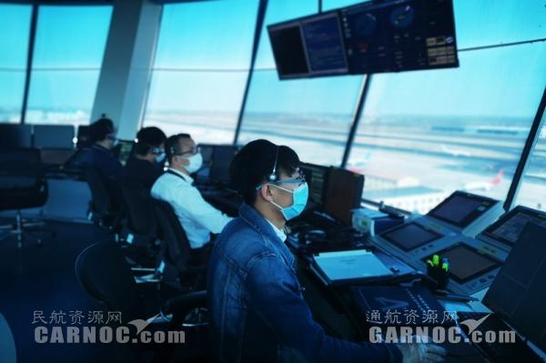 黑龙江空管完成首批湖北支援我省医疗物资航班保障工作--杨立莉(拍摄)
