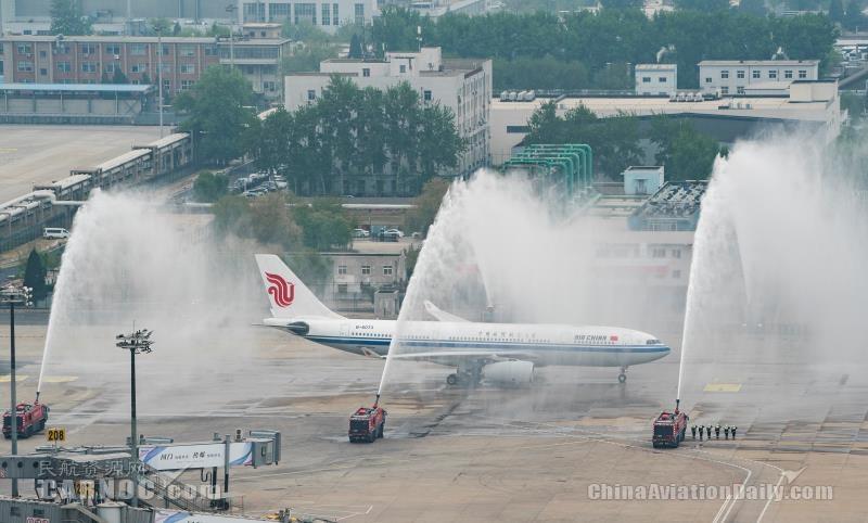 三重水门最高礼遇 国航接最后一批国家援鄂医疗队回京