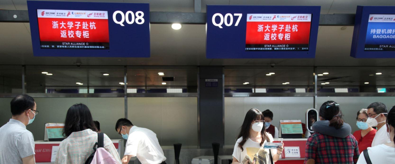 国航西南分公司设立淅大学子赴杭返校值机服务专柜