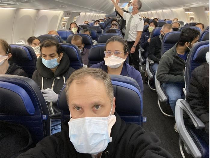 美国母亲节航空客流量回升 社交距离恐难保障