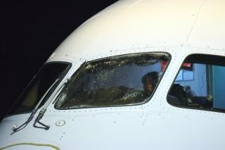 從中國起飛 美聯航飛機太平洋上駕駛艙玻璃破裂急降日本
