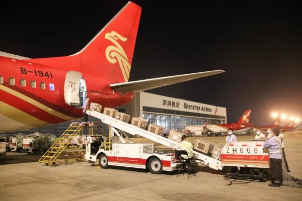 """深航窄体机""""客改货""""航班首航新加坡"""