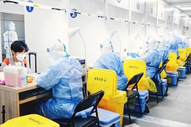 上海海关核酸检测方舱采样室在浦东机场投入使用