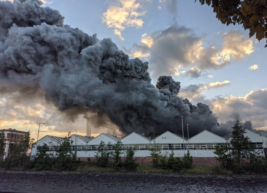 视频:庞巴迪工厂突发大火