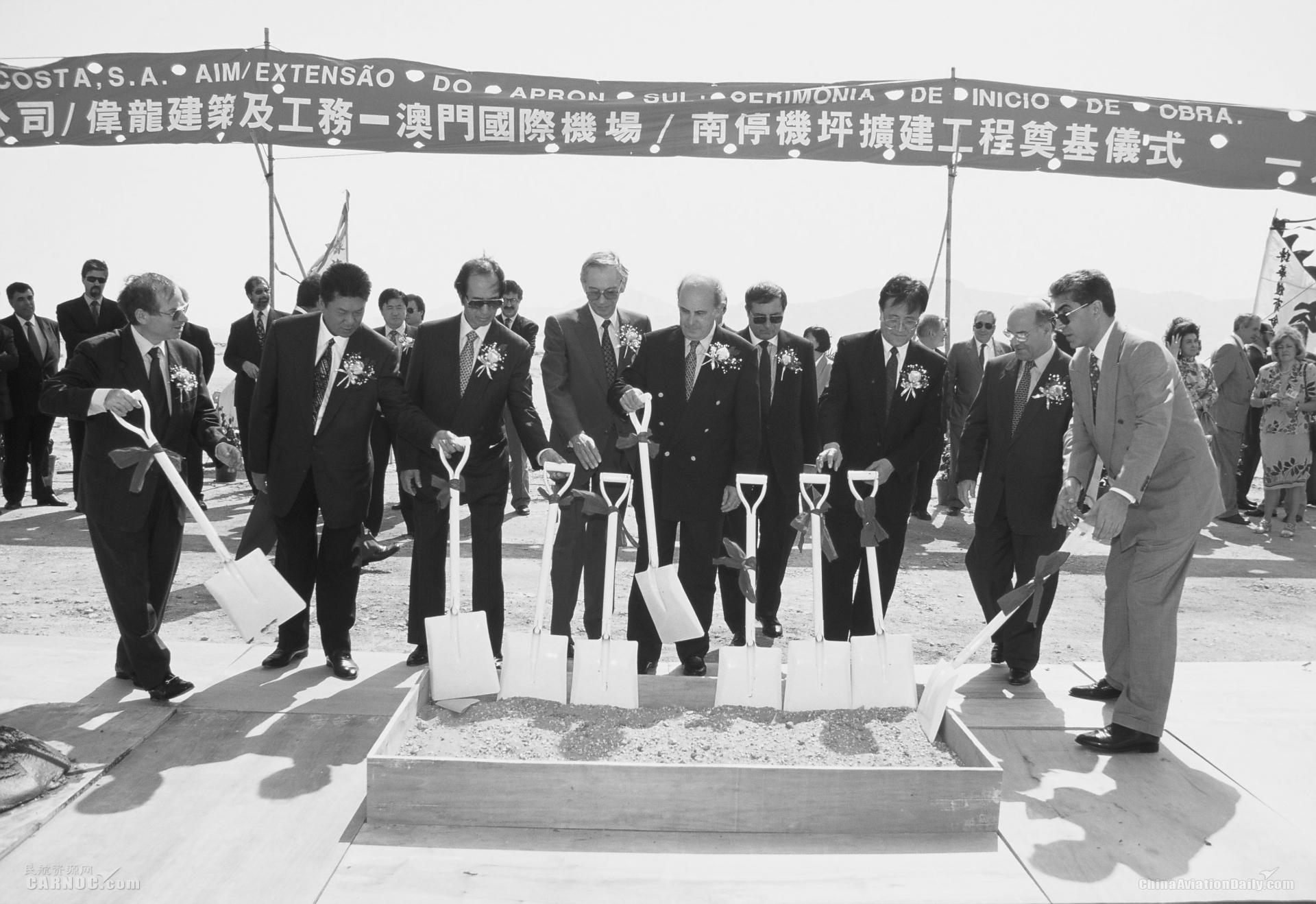 澳门机场深切哀悼股东及前董事会副主席何鸿燊博士