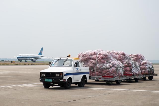 湖南首条对俄跨境电商定期货运航线开通