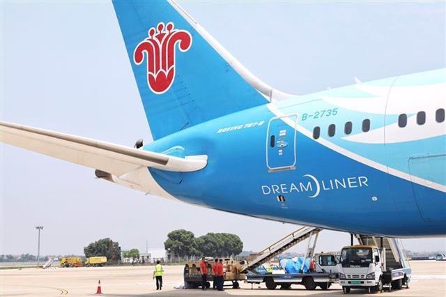 """12吨医疗物资飞抵伦敦,南航在武汉开通第二条""""客改货""""航线"""