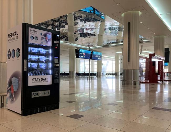 个人防护用品自动售货机亮相迪拜国际机场