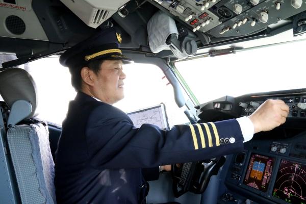 翱翔蓝天42载,长风不了边塞情| 南航新疆功勋飞行员杨昌甫光荣退休