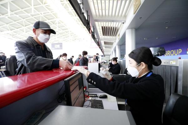 东营机场全力保障复工包机