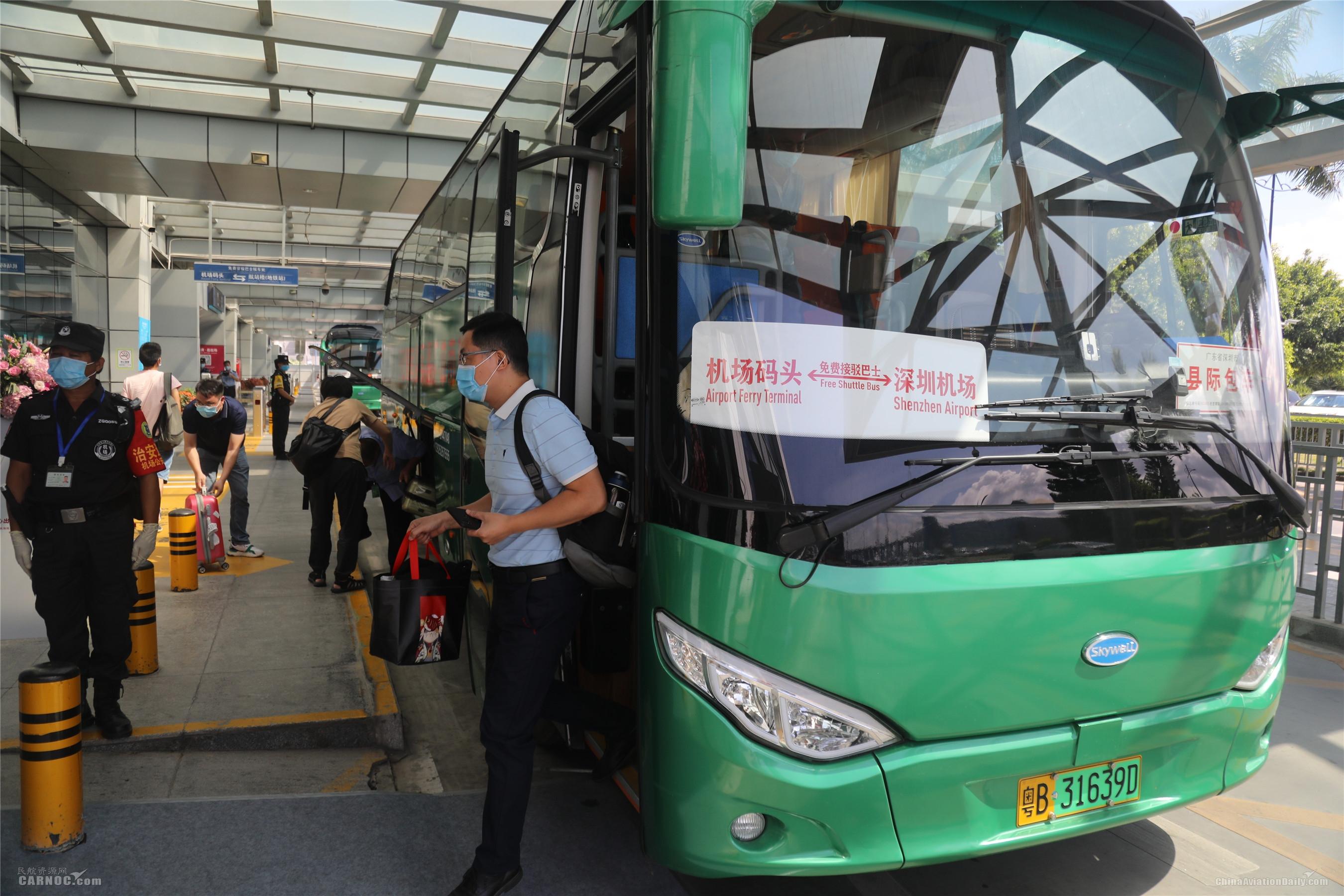 每天多班免费穿梭巴士往返深圳机场航站楼和机场码头,方便又快捷