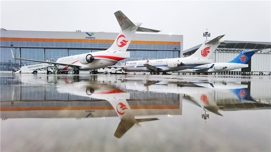 """三大航首架""""阿娇""""顺利飞抵大本营 专家:开启国产飞机商业运营新征程 扩大国内航空需求"""