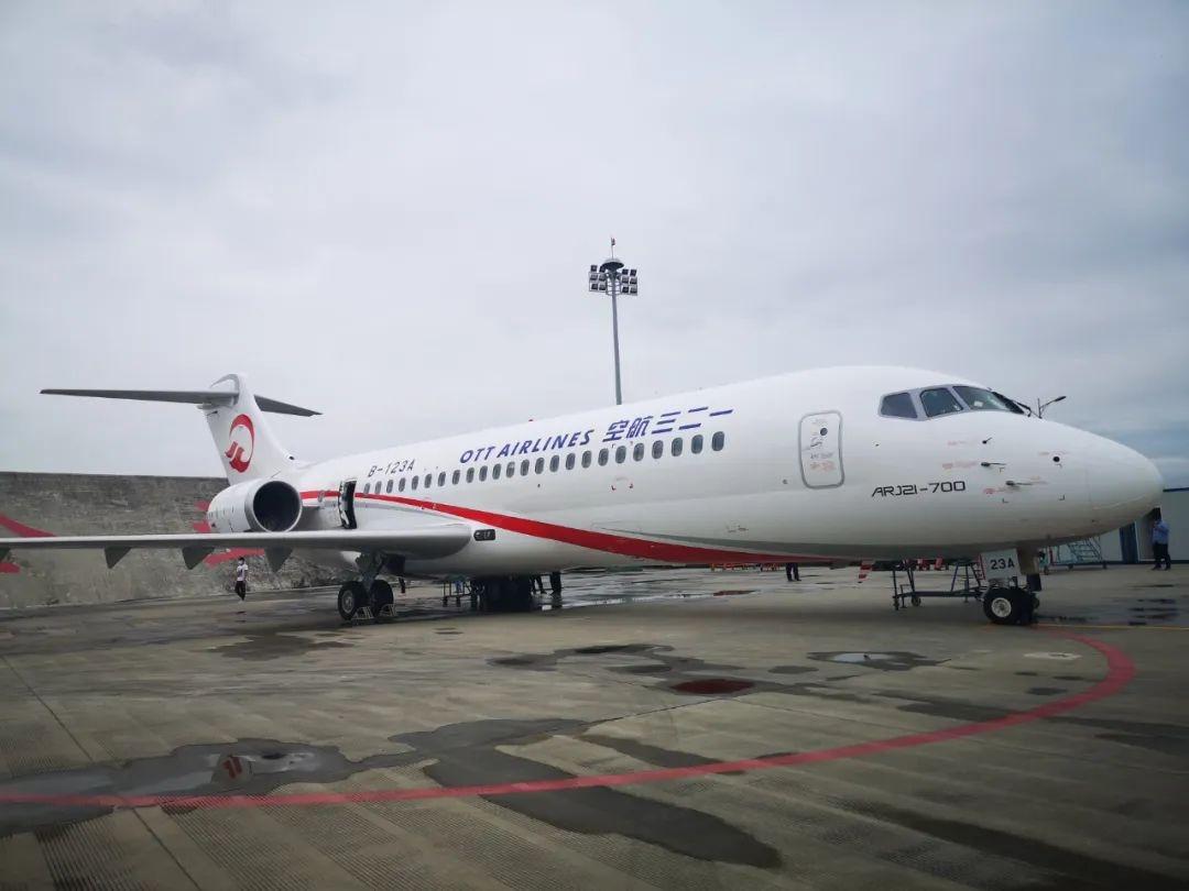 东航将迎ARJ21飞机 首批14名乘务员精彩亮相