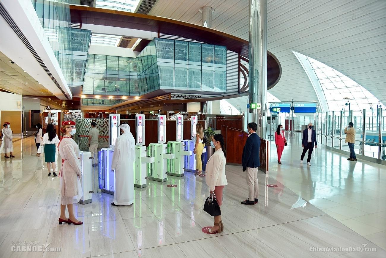 乘客经人脸识别闸口进入贵宾室以避免接触      阿联酋航空供图