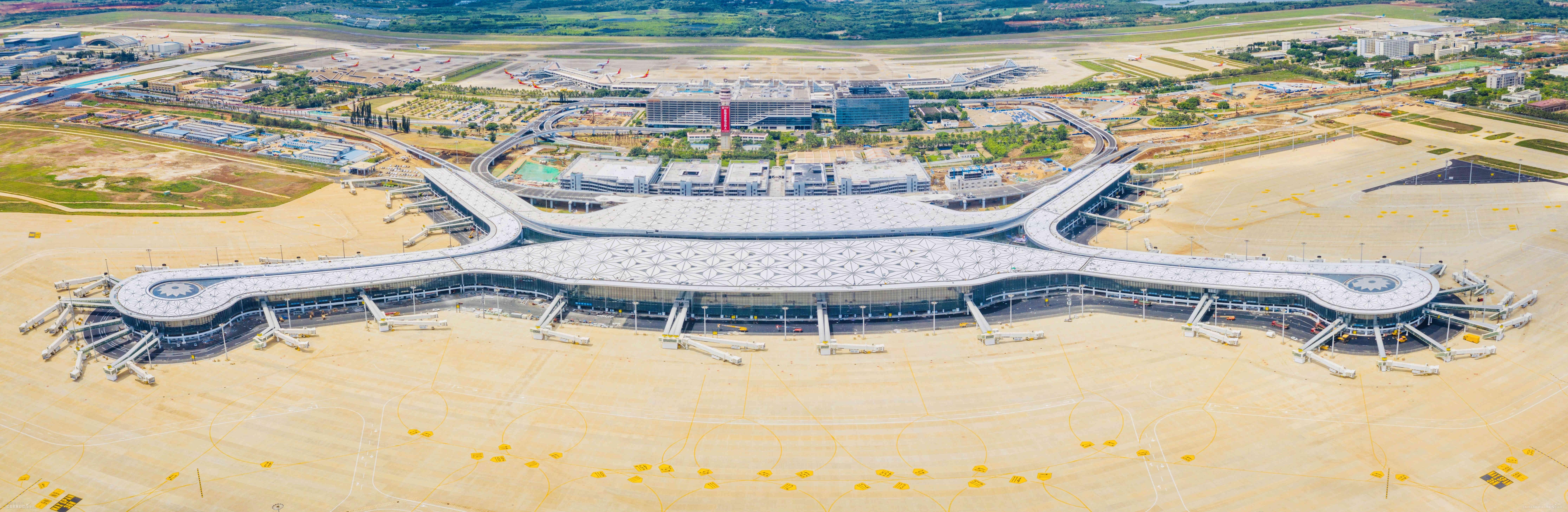 海南自贸港新门户绽放在即!海口美兰机场二期扩建项目主体工程完工