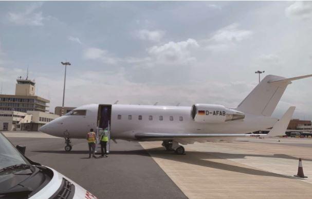 浙江商人非洲确诊后270万包机 飞35小时回国治疗
