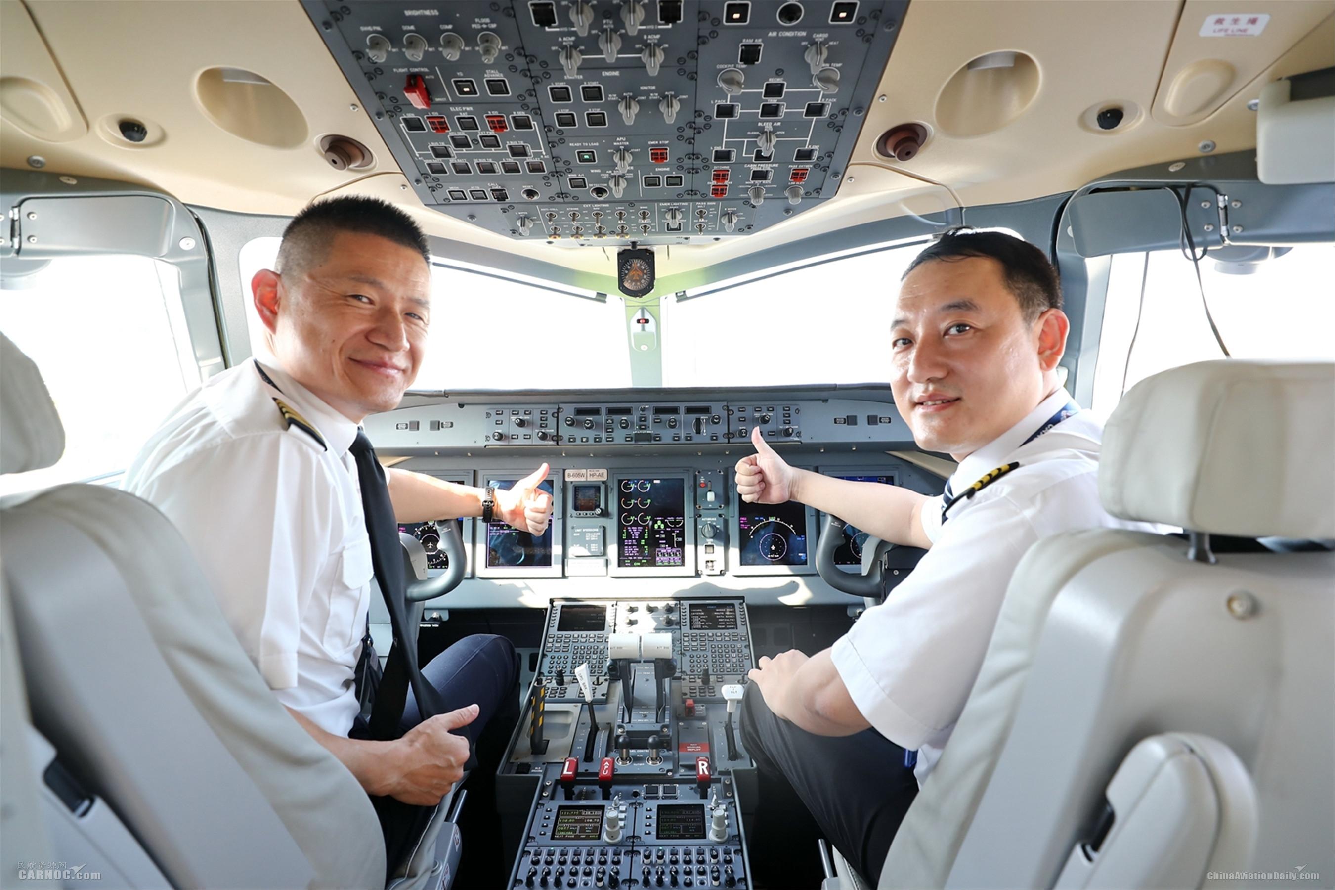 南航首架国产ARJ21飞机
