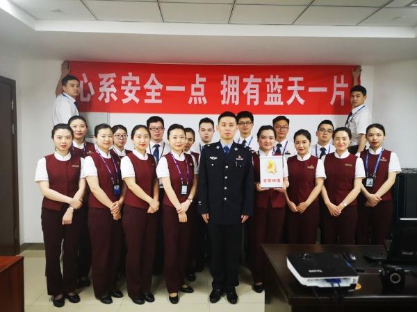 国航重庆全景班组:四心服务,争创模范先锋