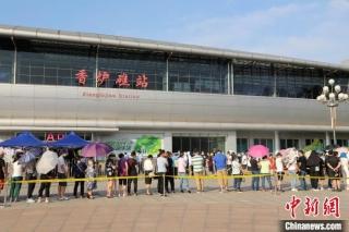 辽宁大连客运暂停 机场火车站要求乘客持核酸检测阴性证明