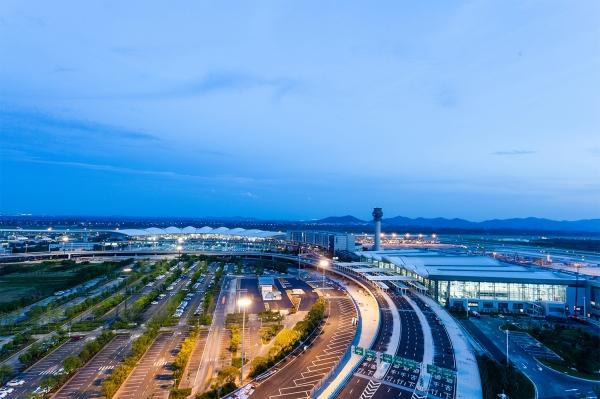 南京机场国内客运航班量恢复至九成 暑运新增加密多条国内航线