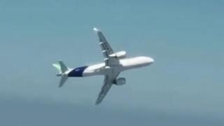 近距离空对空拍摄:C919大飞机超大坡度机动试飞