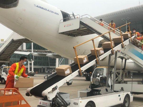 """武汉机场""""客改货""""航班已飞500余架次,可达30个国际货运航点"""