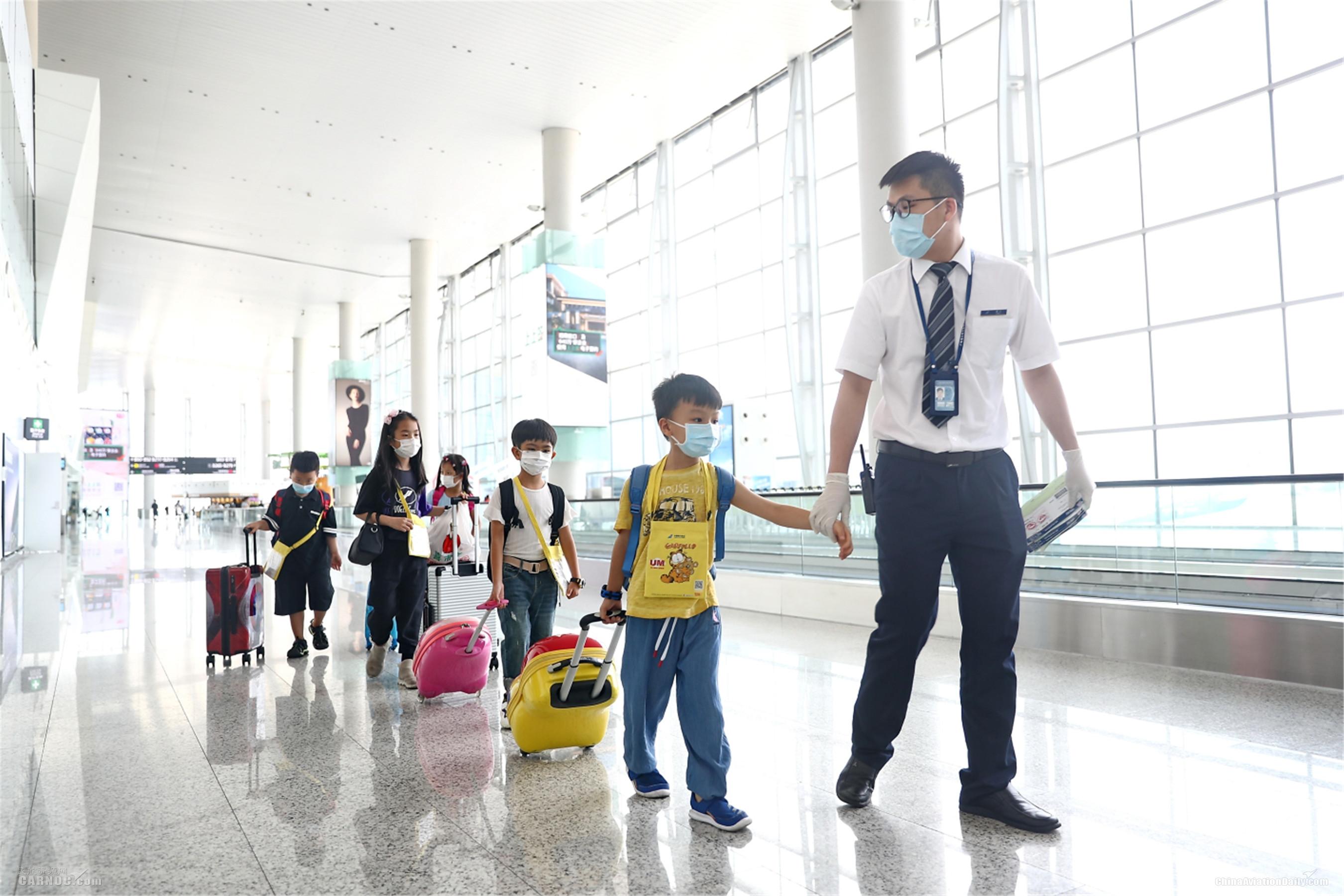 七月,南航在广州共保障2700余名无陪儿童出行