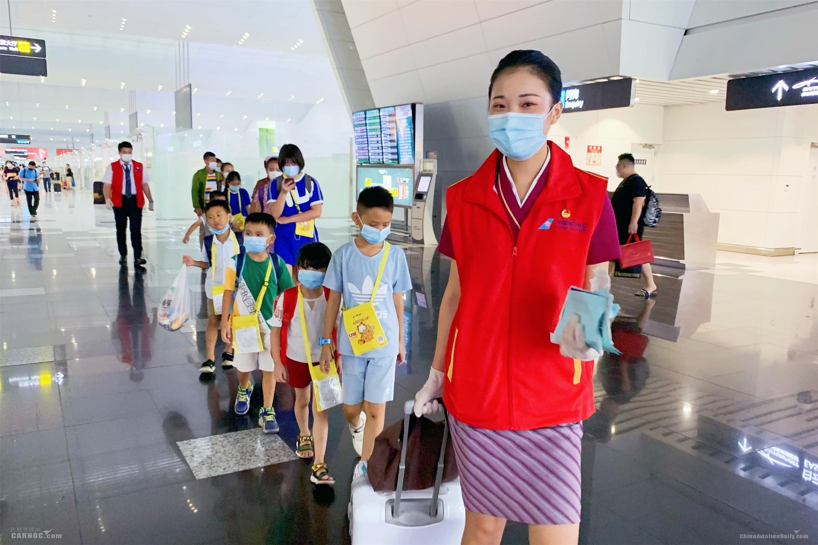 七月 南航在广州共保障2700余名无陪儿童出行