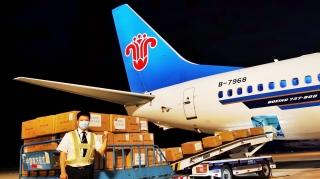 临时拉飞迅速到位 南航新疆运送物资全力当先
