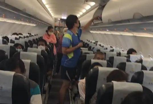 台湾一航班因暴雨盘旋7圈备降,落地后旅客又被困机上4小时
