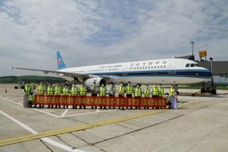 """吉林延吉机场首发赴韩""""客改货""""航班"""