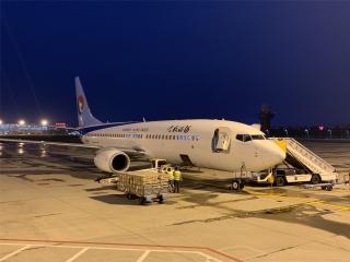 """河北航空""""客改货""""包机向新疆喀什运送抗疫物资"""