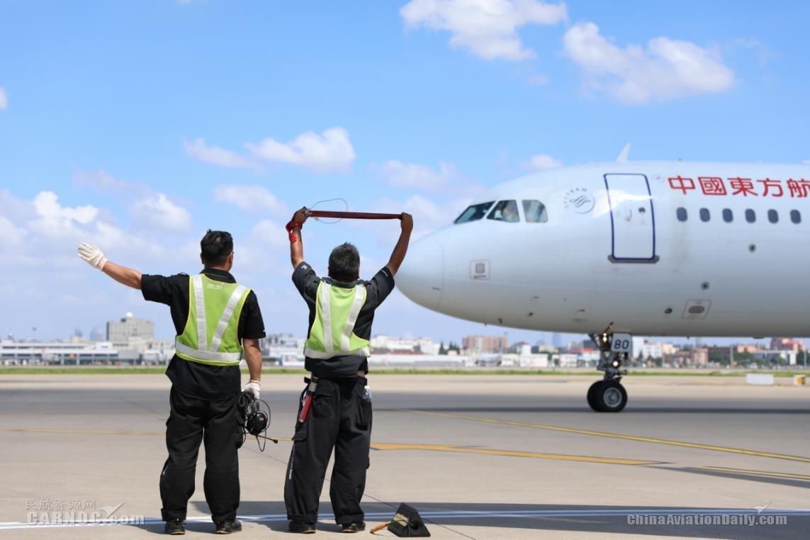 图集 酷暑高温天,东航人用汗水和辛劳保障每一班航班