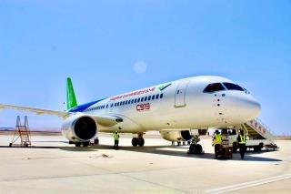 C919大飛機102架機順利飛抵敦煌莫高國際機場