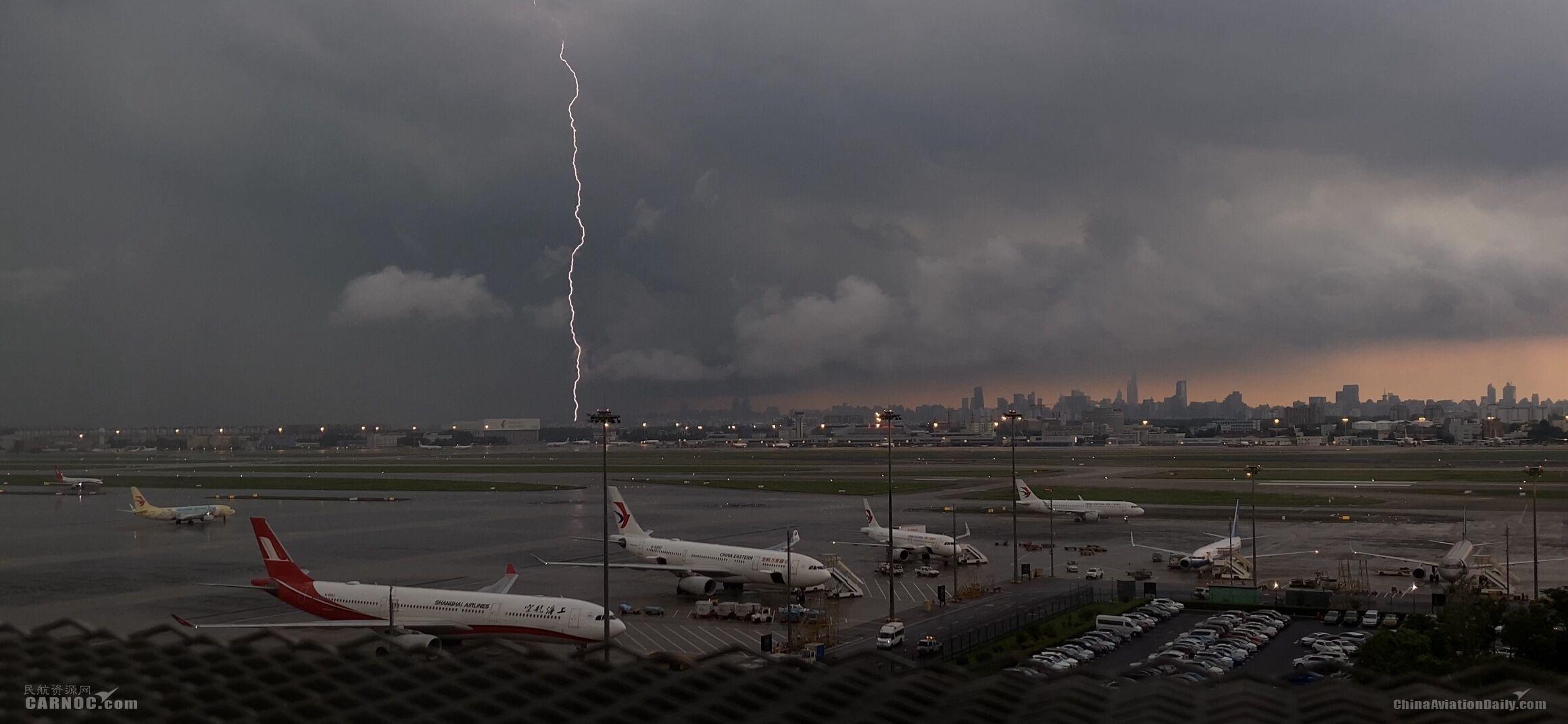上海航空:狂风暴雨中坚守一线的身影