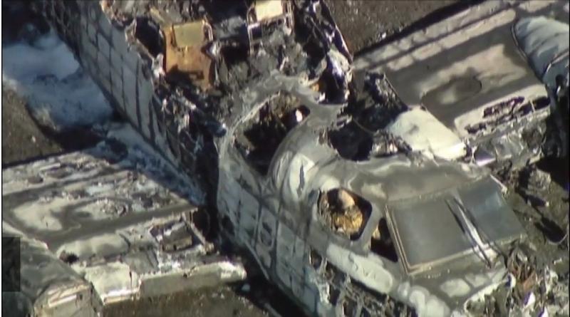 美国一小型私人飞机冲出跑道起火 造成一人死亡