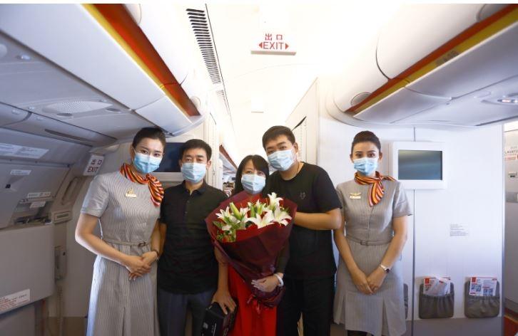三万英尺的浪漫求婚 海航旗下首都航空携手京东旅行为乘客兑现迟到28年的承诺