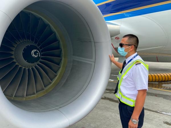 """南航飞行部的安全卫士—""""熊猫队长""""王向东"""