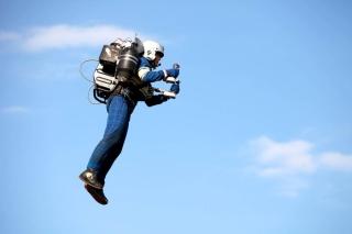 """惊险!华航飞美国航班在千米高空遇到""""喷气飞人"""""""