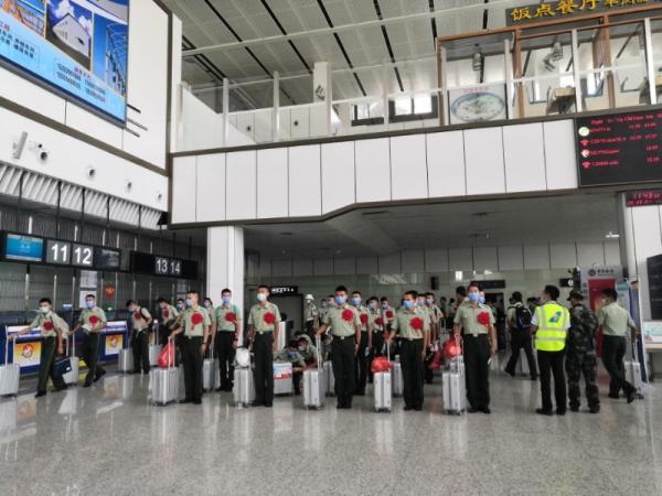 和田机场圆满完成713名退伍老兵运输保障任务