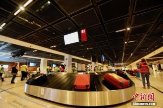 当地时间9月17日,柏林新机场主航班楼内正在测试的行李传送带。 中新社记者 彭大伟 摄