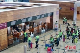9月17日,柏林新机场主航站楼内正在进行最后的模拟运行测试。中新社记者 彭大伟 摄